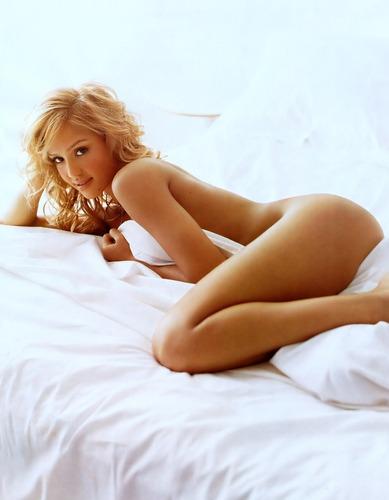 Jessica Alba 2005 issue of GQ magazine, goes nude